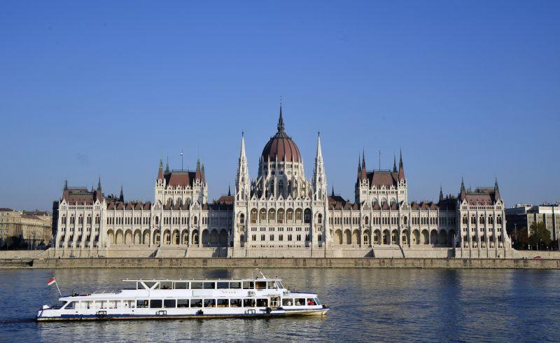 Danube%20panorama%20–%20Dunai%20látkép